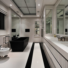 Contemporary Bathroom by Peerutin Architects