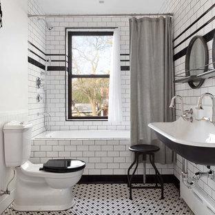 Idéer för ett mellanstort industriellt en-suite badrum, med ett platsbyggt badkar, en dusch/badkar-kombination, en toalettstol med separat cisternkåpa, vit kakel, tunnelbanekakel, vita väggar, mosaikgolv, ett avlångt handfat, vitt golv och dusch med duschdraperi