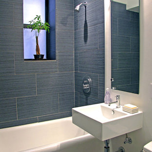 Example of a minimalist bathroom design in New York