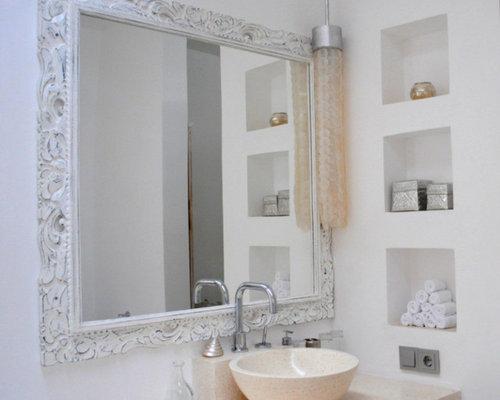 Salle de bain exotique avec un plan de toilette en - Salle de bain avec toilette ...