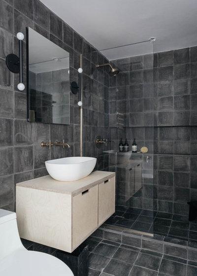 Ванная комната by McNamara Carpentry Inc.