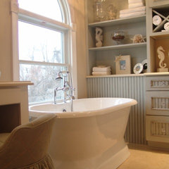 traditional bathroom by SKD STUDIOS