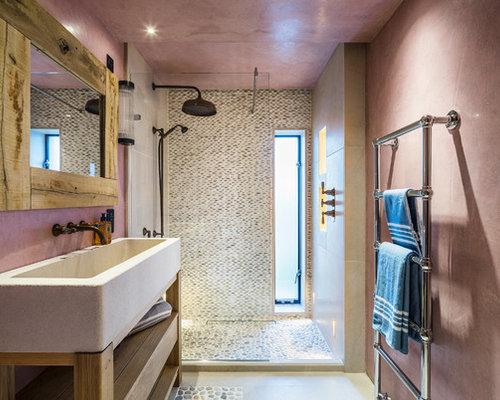 Bagno Con Mosaico Rosa : Bagno con pavimento con piastrelle di ciottoli e pareti rosa foto