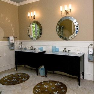 Immagine di una stanza da bagno stile marino con consolle stile comò