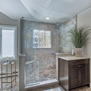 На фото: класса люкс огромные главные ванные комнаты в морском стиле с фасадами с филенкой типа жалюзи, фасадами цвета дерева среднего тона, отдельно стоящей ванной, угловым душем, раздельным унитазом, разноцветной плиткой, стеклянной плиткой, бежевыми стенами, полом из керамической плитки, врезной раковиной и столешницей из искусственного кварца