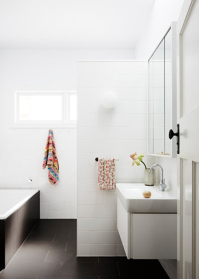 Contemporary Bathroom by Lisa Breeze Architect