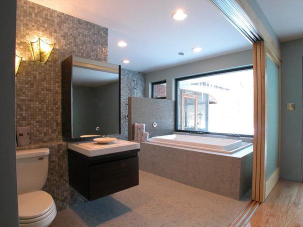 Contemporary Bathroom by Arlene Warda, Architect