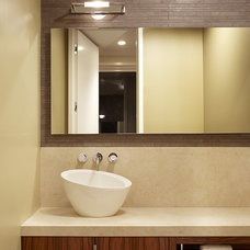 Contemporary Bathroom by John Maniscalco Architecture