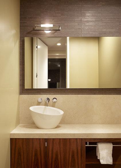 Contemporary Bathroom by John Maniscalco Architecture