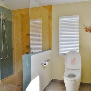 Idéer för stora vintage oranget badrum med dusch, med luckor med infälld panel, skåp i mörkt trä, en dubbeldusch, en bidé, flerfärgad kakel, klinkergolv i porslin, ett undermonterad handfat, bänkskiva i akrylsten, grått golv och dusch med gångjärnsdörr