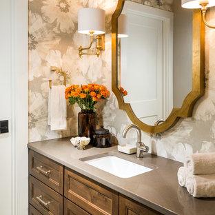 他の地域の中くらいのトラディショナルスタイルのおしゃれな浴室 (アンダーカウンター洗面器、珪岩の洗面台、落し込みパネル扉のキャビネット、濃色木目調キャビネット、マルチカラーの壁、ベージュの床) の写真