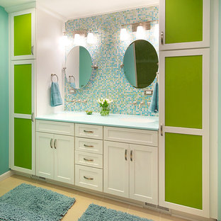 Inspiration for a contemporary kids' bathroom remodel in DC Metro