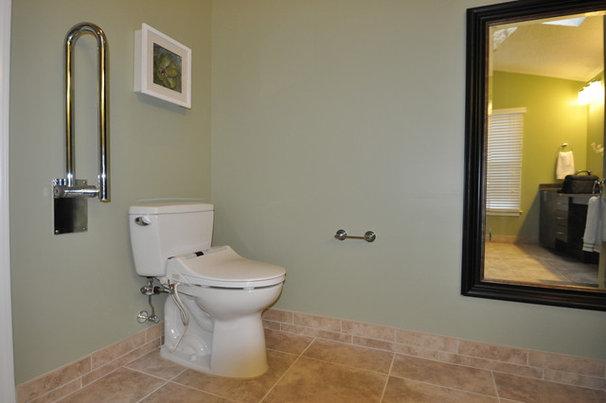 Modern Bathroom by Splash Galleries, Inc.
