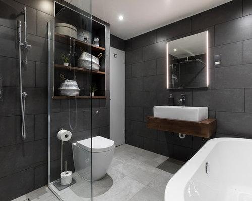 Salle de bain moderne avec un placard avec porte panneau for Porte de placard salle de bain