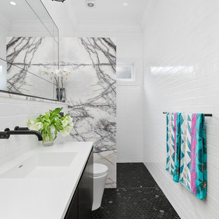Inspiration for a mid-sized contemporary bathroom in Sydney.