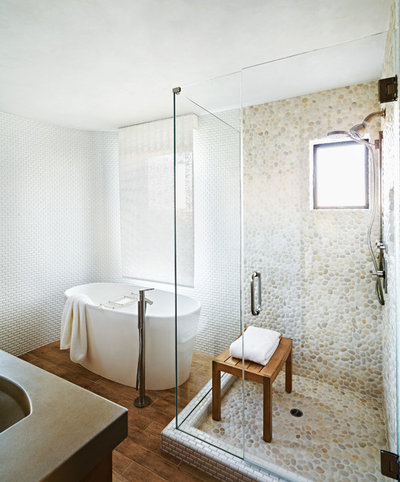 9 idées déco pour sublimer votre salle de bains avec des galets - Carrelage Galets Salle De Bain