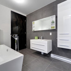 Contemporary Bathroom by Créations Home Staging par Stéphanie Cardin