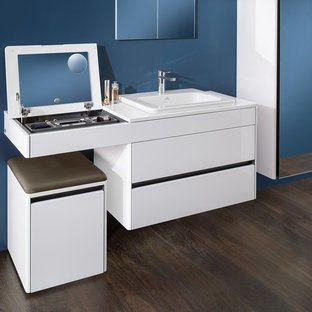 Confort bathroom with Make-up table and vanity washbasin integrated