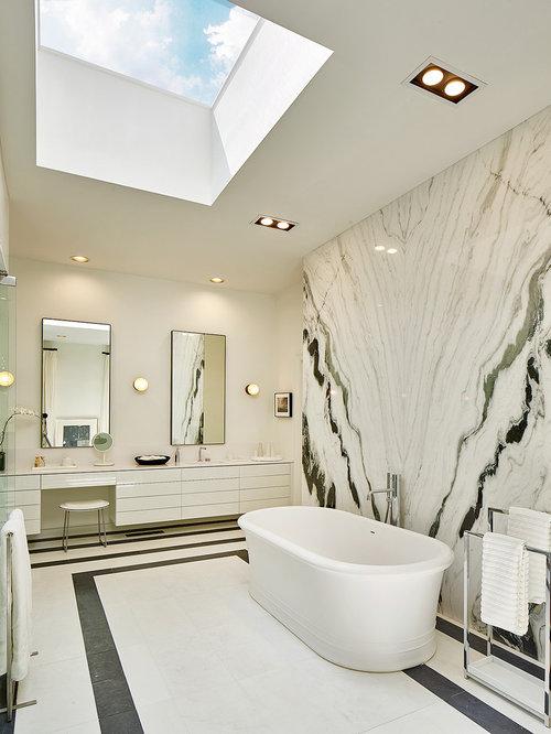 Tr s grande salle de bain avec un placard porte plane - Porte de placard salle de bain ...