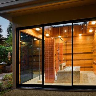 Diseño de cuarto de baño contemporáneo con bañera encastrada sin remate, ducha empotrada y baldosas y/o azulejos naranja