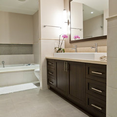 traditional bathroom by BiglarKinyan Design Partnership Inc.