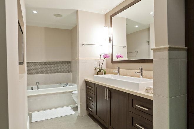 Traditional Bathroom by BiglarKinyan Design Planning Inc.