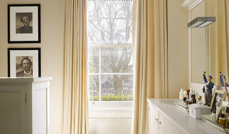 The Updated Look of Drapes in the Bathroom