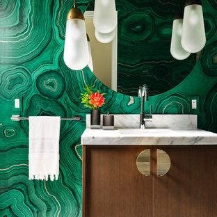 サンフランシスコのコンテンポラリースタイルのおしゃれな浴室 (フラットパネル扉のキャビネット、中間色木目調キャビネット、緑の壁、モザイクタイル、アンダーカウンター洗面器、白い床、白い洗面カウンター、洗面台1つ、フローティング洗面台、壁紙) の写真