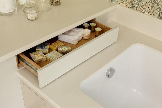 Современный Ванная комната by Cue & Co of London