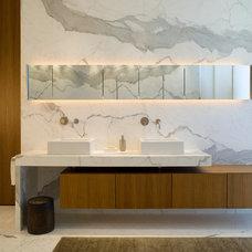 Contemporary Bathroom by DMARC studio