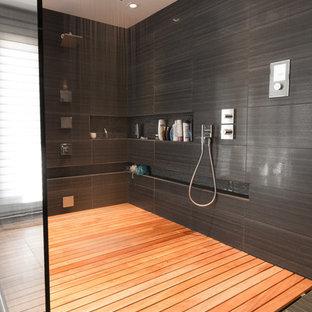 Mid-sized trendy master gray tile bathroom photo in Ottawa