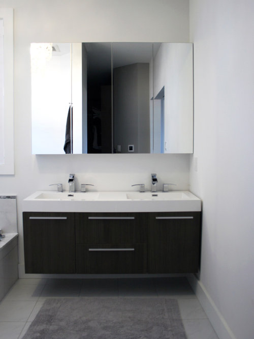 Contemporary Bathroom Idea In Toronto