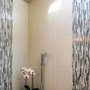 Modernes Badezimmer mit Unterbauwanne in Sonstige