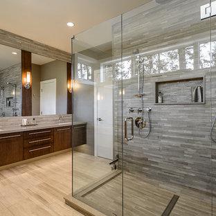 Modern inredning av ett badrum, med en dubbeldusch