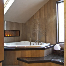 Contemporary Bathroom by Minion Gutierrez