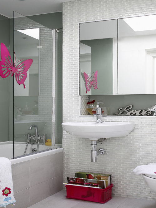 example of a trendy tubshower combo design in dublin with a wallmount