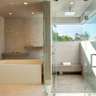 Example of a trendy bathroom design in New York
