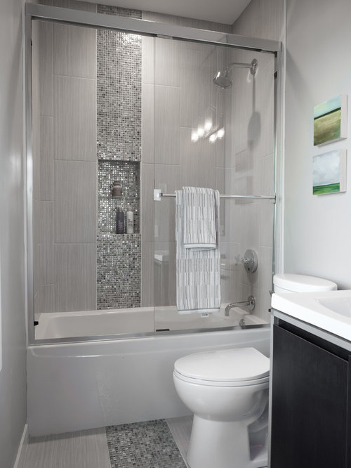 Salle de bain avec un carrelage en p te de verre photos for Carrelage salle de bain petite surface