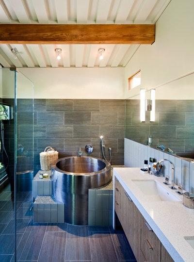 Une baignoire dans une petite salle de bains ? C'est possible !