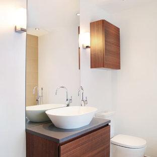 Esempio di una stanza da bagno design di medie dimensioni con ante lisce, top in superficie solida, ante in legno bruno e pareti bianche