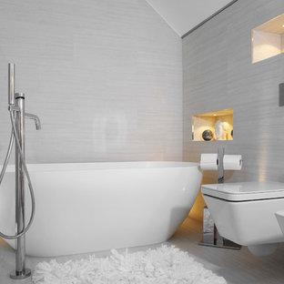 Esempio di una stanza da bagno padronale design di medie dimensioni con ante di vetro, ante in legno scuro, vasca freestanding, WC monopezzo, piastrelle beige, piastrelle in ceramica, pareti beige, pavimento con piastrelle in ceramica, lavabo a consolle e top in cemento