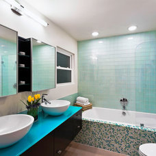 Contemporary Bathroom by AB design studio inc.