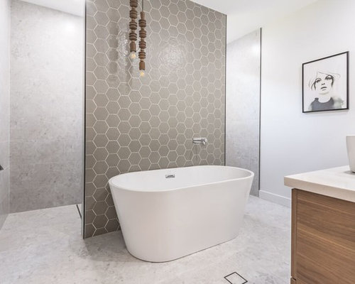 Inspiration For A Large Contemporary Ensuite Bathroom In Newcastle