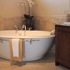 Contemporary Bathroom by Radue Homes Inc.