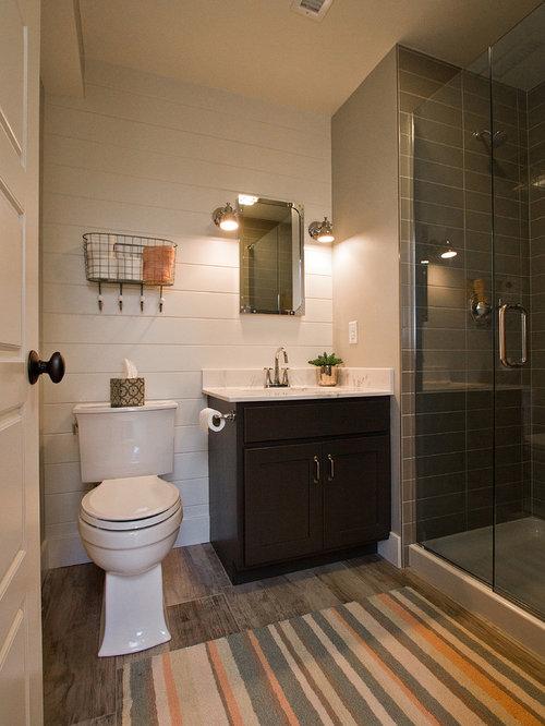 Salle de bain avec un lavabo posé et un sol en vinyl : Photos et ...