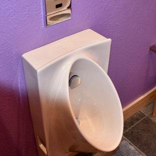 Esempio di una stanza da bagno minimal di medie dimensioni con ante lisce, doccia alcova, orinatoio, pareti viola, pavimento in ardesia, lavabo a bacinella, top in superficie solida e doccia aperta