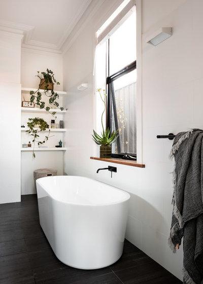 Contemporary Bathroom by Studio Atelier
