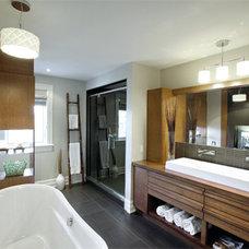 Contemporary Bathroom by Pammax Design Intérieur Inc.