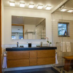 Esempio di una piccola stanza da bagno per bambini design con ante lisce, ante in legno scuro, zona vasca/doccia separata, piastrelle bianche, piastrelle di vetro, pareti bianche, pavimento in gres porcellanato, lavabo sottopiano e top in granito