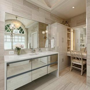 Foto di una stanza da bagno padronale contemporanea con ante lisce, piastrelle beige, pareti beige, lavabo sottopiano, pavimento beige e top bianco